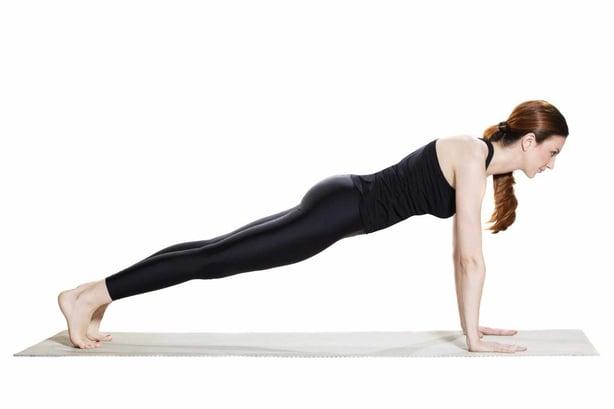 Cómo hacer la pose de yoga Kumbhakasana