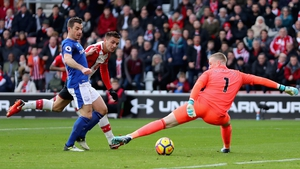 Dusan Tadic of Southampton scores the first Southampton goal past Jordan Pickford