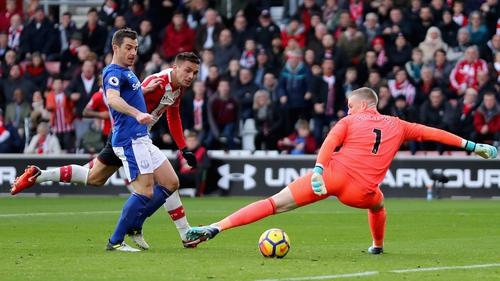 Dusan Tadic of Southampton scores the first Southampton goal past Jordan Pickford