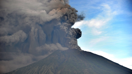 Thousands Warned Bali Volcano Eruption Imminent