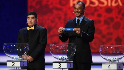Cafu (R) and Diego Maradona were among former players to draw the teams