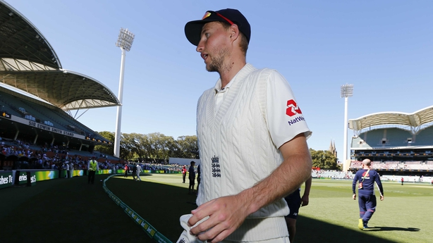 Tearful Smith takes 'full responsibility' for ball-tampering scandal