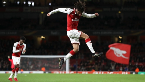 Mohamed Elneny celebrates after scoring Arsenal's sixth goal
