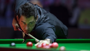 Ronnie O'Sullivan trails by two frames against Ali Carter