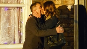 Tracy and Steve get together on Coronation Street