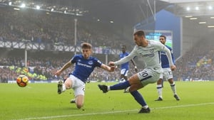 Eden Hazard gets a shot away in Chelsea's scoreless draw at Goodison Park