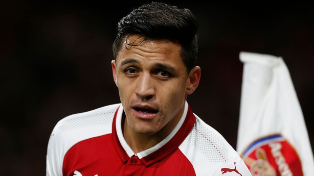Gary Neville urges Alexis Sanchez to choose Manchester United over City