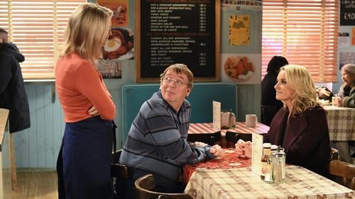 Ian arranges a family meal