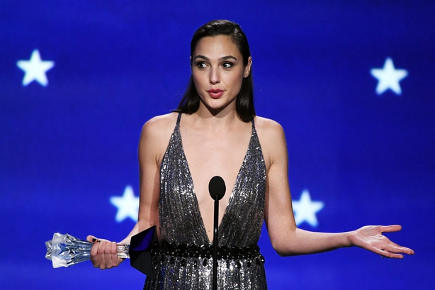 Gal was presentedthe award on stage by her Wonder Womandirector, Patty Jenkins.