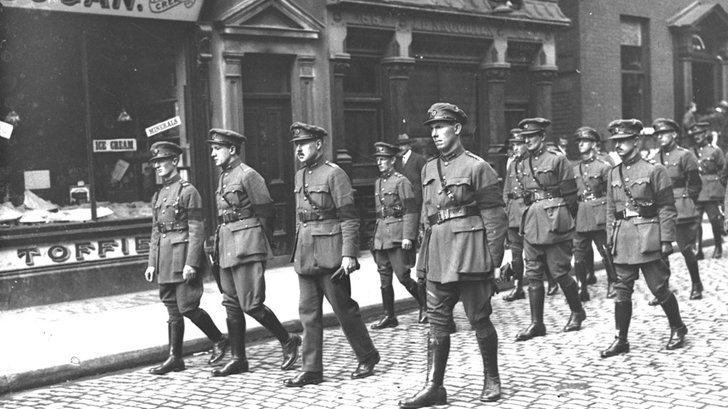 Free State army officers lead Michael Collins Funeral (1922)