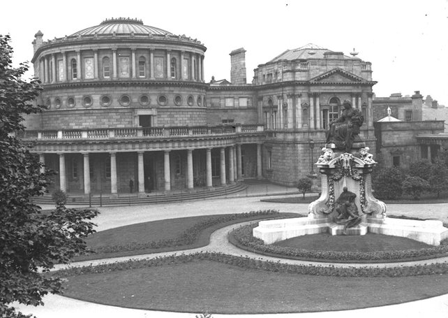 Queen Victoria Statue in the grounds of Leinster House, Dublin (1930s)