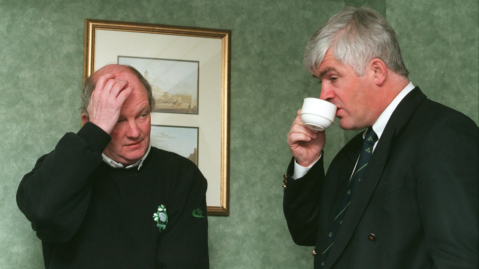 Image - Brian Ashton and Pa Whelan at the squad announcement before the Scotland game in 1998.