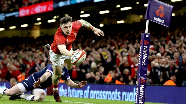Steff Evans dives over for Wales' fourth try