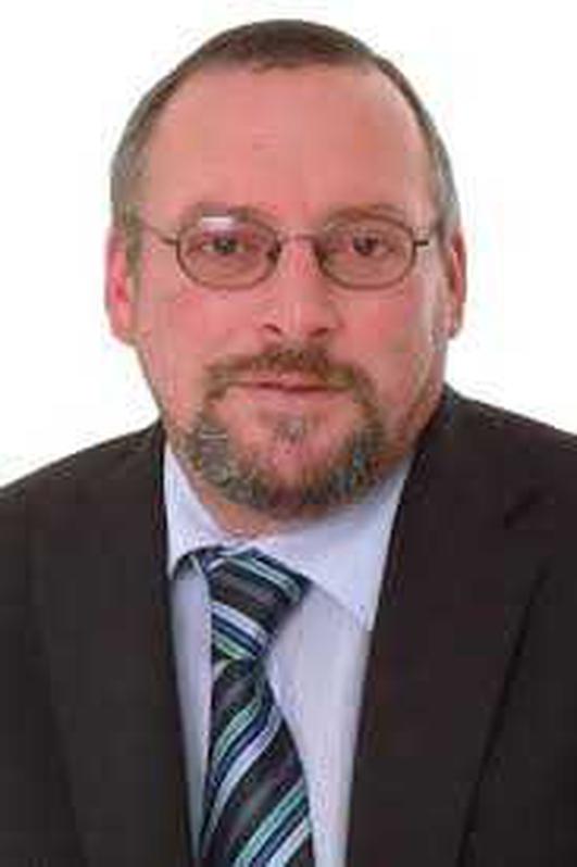 An Cllr. John Sheamúis Ó Fearraigh.