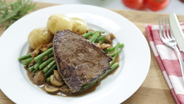 Rosemary Steak with Green Beans and Mushrooms