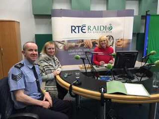 Maire Uí Chomhaill agus An Sgt. John J Mac Laifeartaigh.