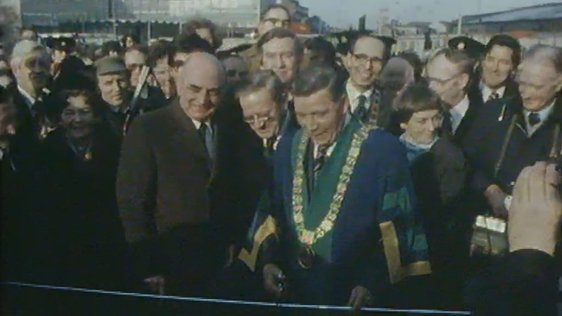 Lord Mayor of Dublin Michael Collins opens Talbot Memorial Bridge, Dublin (1978)