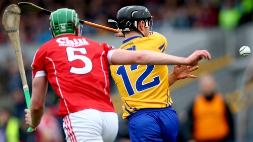 David Reidy reverse passes despite pressure from Cork's Darren Browne