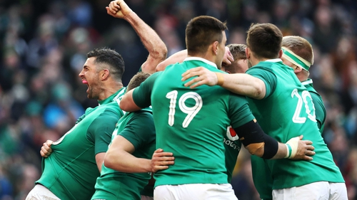 Ireland celebrate Jacob Stockdale's second try