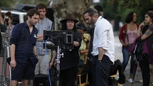 Lynne Ramsay and Joaquín Phoenix between takes