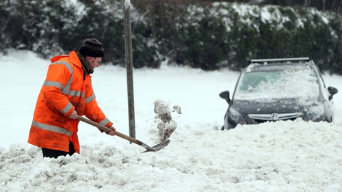 Met Eireann extend Status Orange weather warning until at least midday today