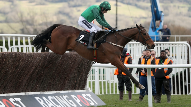 Buveur D'Air toughs it out to cling on to title