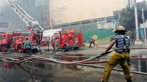 Clouds of smoke covered several floors of the building and swathed ladders of firefighters, some of whom had difficulty breathing