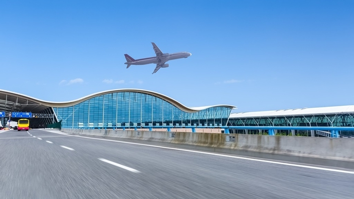 Essay:  a fascination with airports