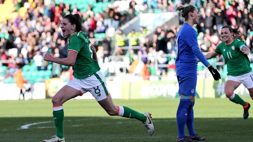 Late Amber Barrett goal keeps Republic of Ireland on World Cup course