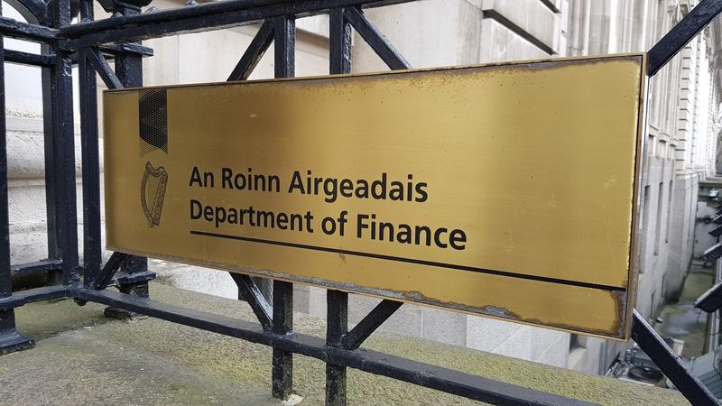 Amhantar €1.224 bn ón earnáil chorparáideach