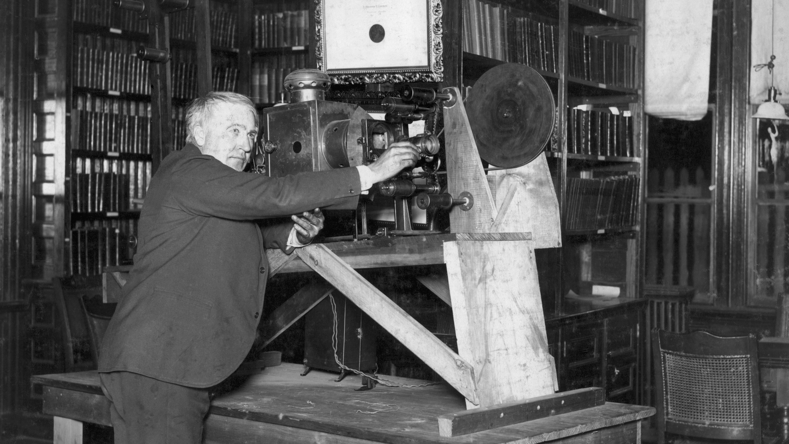 Image - Thomas Edison and his movie projector