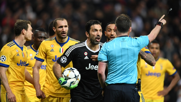 Gianluigi Buffon protests with Michael Oliver at the Bernabeu