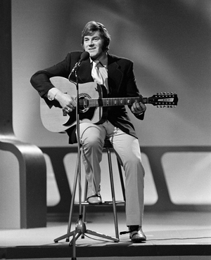 Big Tom performs on the RTÉ Television series 'The Anna McGoldrick Show', during programme recording in Studio 1 in February 1974
