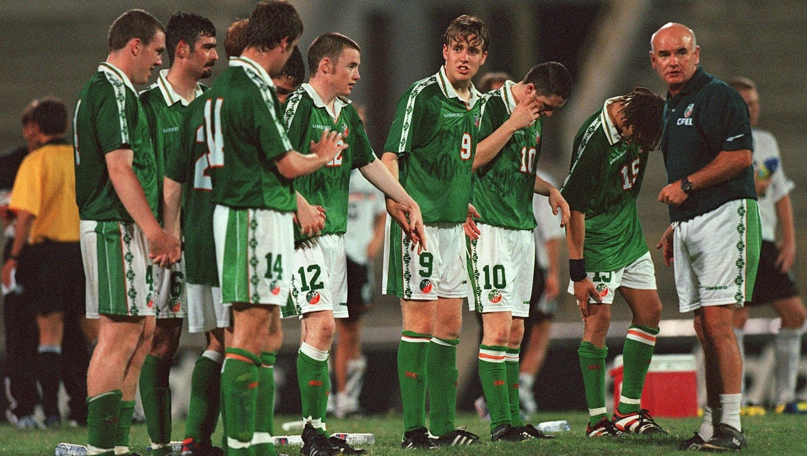 Image - Assistant manager Noel O'Reilly and players during the penalty shoot out