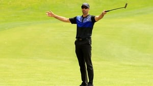 Alvaro Quiros leads by a shot