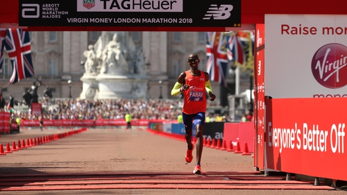 Farah sets new British record as Kipchoge wins London Marathon