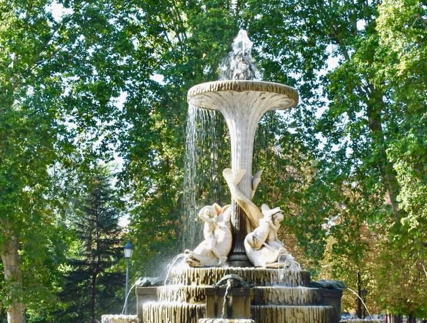 Retiro Park fountain