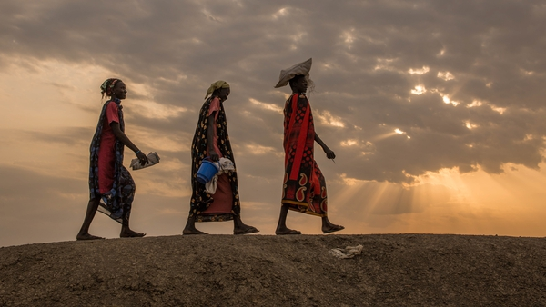Women walk to a food distribution at the Protection of Civilian sit in Bentiu, South Sudan (Pic: United Nations)