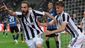 Gonzalo Higuain celebrates his goal with Daniele Rugani