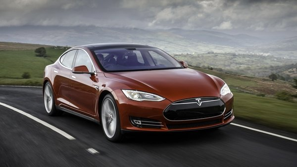 The Tesla Model S has lost its recommended status from Consumer Reports magazine.