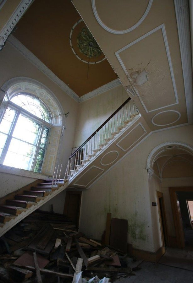 Entance-Hall-and-Main-Staircase