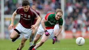 Tom Cunniffe beats Michael Meehan to possession in Mayo's 4-16 to 0-11 Connacht quarter-final win in 2013