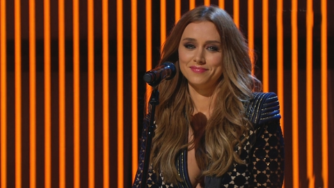 """Una Healy performs """"Never see me cry""""  