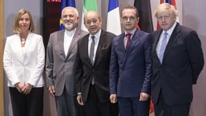Federica Mogherini (L) with Iranian foreign minister Mohammad Javad Zarif (r) and other EU foreign ministers in Brussels
