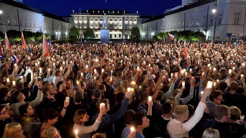 Protesters raise candles during a protest in front of the presidential palace in Warsaw July 2017. Photo: Adam Chelstowski/AFP/Getty Images