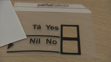 An gléas plaisteach a thugann deis do dhaill vóta a chaitheamh faoi rún