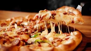 Chicken, Garlic and Tomato Pizza