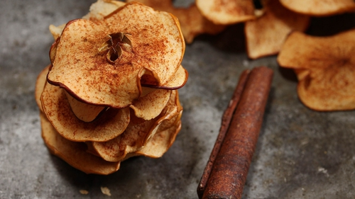 Apple and Cinnamon Crisps