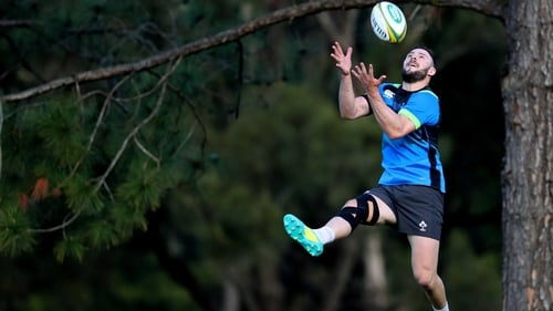 Robbie Henshaw takes to the skies on the Gold Coast