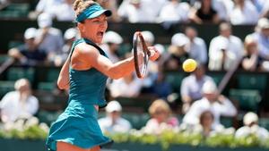 Simona Halep in action against Garbine Muguruza in the semi-finals